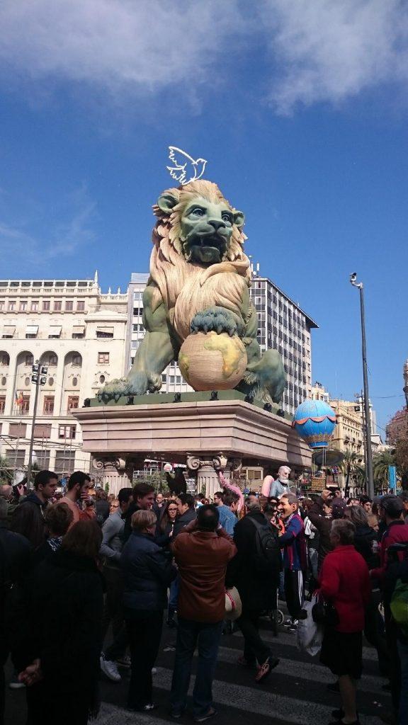Plaza del Ayuntamiento en fallas Valencia