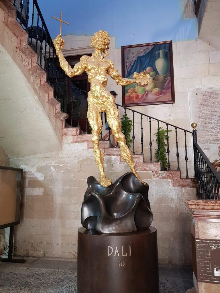 Ayuntamiento Alicante escultura Dalí