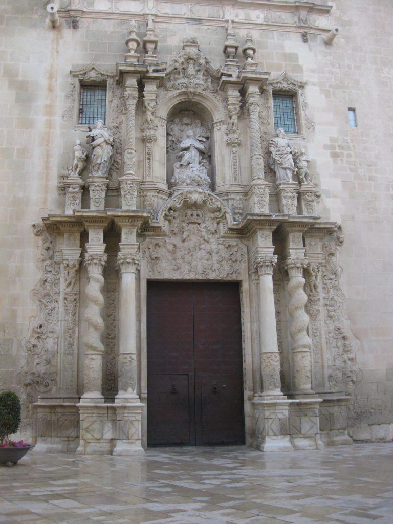 Portada de la Basílica de Sta María Alicante