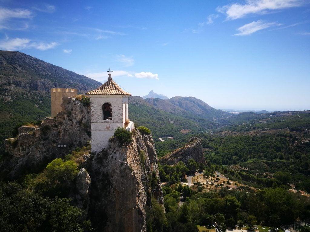 Campanario y valle de Guadalest