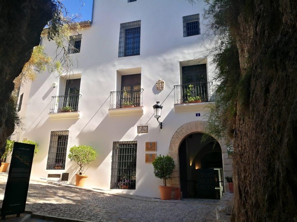 Entrando al Castell de Guadalest
